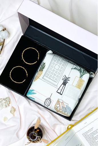 PSFC002  PAYAL SINGHAL X FLOWER CHILD BY SHAHEEN ABBAS - CRUDO TEXTURED HOOPS + VANITY TRAVEL KIT GIFT SET
