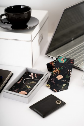 PS-PS143  PS Men Black Forest print silkmul Pocket Square